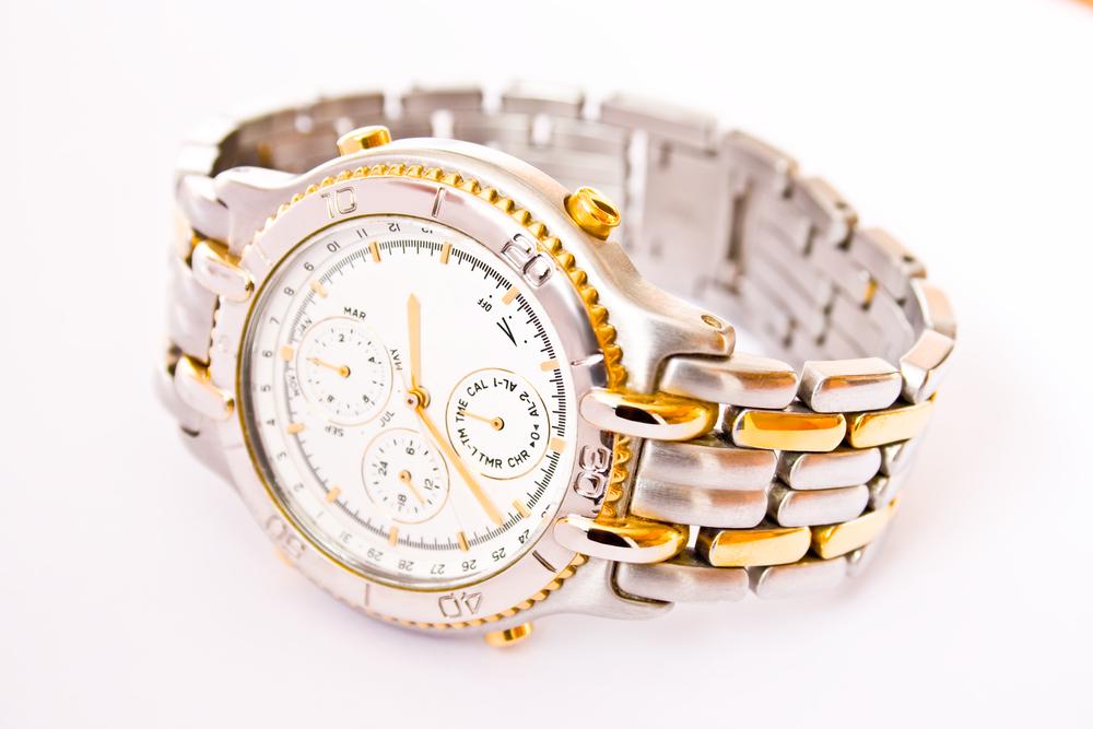 金属ベルトの腕時計