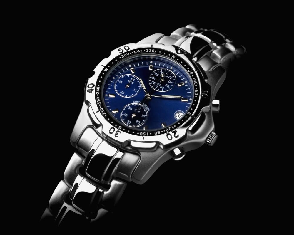 金属バンドの腕時計