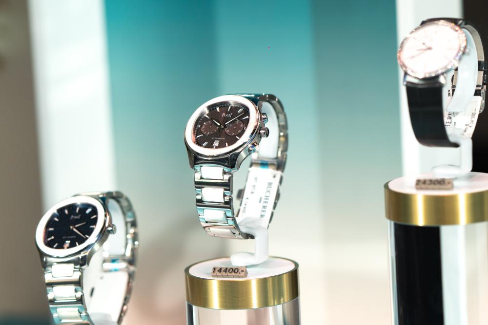 綺麗にディスプレイされた腕時計